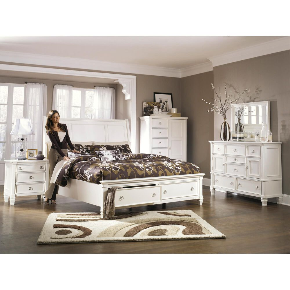 Signature Design by Ashley Prentice 3 Drawer Nightstand in White, , large